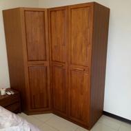 詩肯柚木衣櫃一個轉角櫃一個桶櫃,長約183公分.深約59及94公分,高約207公分)