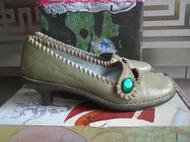 瑤瑤小舖@麥坎納MACANNA 橄欖綠 毛邊娃娃鞋,鞋跟已拿原廠修新的~~