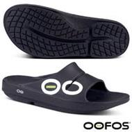 【美國 OOFOS】女新款 超人氣_超輕人體工學舒壓健康拖鞋(運動按摩型氣墊鞋)_W1500 黑/白