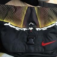 Nike Lebron James側背包