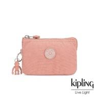 【KIPLING】奶油草莓拿鐵色三夾層配件包-CREATIVITY S