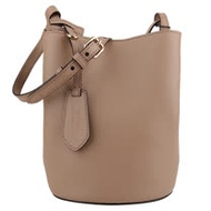 BURBERRY-  素面防刮內格紋皮革磁扣斜背水桶包(奶茶色X內格紋)小