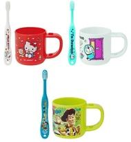 大賀屋 日貨 KITTY 哆啦A夢 玩具總動員 漱口杯 附牙刷 水杯 塑膠杯 杯子 正版 J00019082
