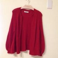 徐明美紅色毛衣外套