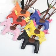 สาว PU การ์ตูน Cotton Horse จี้รูปกระเป๋าเดินทางพวงกุญแจน่ารักเด็กที่มีสีสันน่ารักกระเป๋าจี้อุปกรณ์เสริม