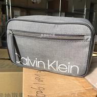 【Calvin Klein】CK 黑灰經典款 防刮防潑水 男用手拿包 側背包