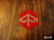 【MODEX】Vespa 偉士牌進口鋁製紅色六角桃LOGO ET8 尾箱 銘牌