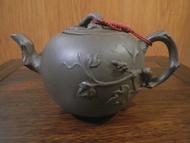 1988年所收藏精品 落款荊溪江製 松鼠葡萄早期紫砂壺 正宜興原礦 僅此一件 140CC