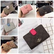 Coach กระเป๋าสตางค์ใบสั้นแฟชั่นสำหรับผู้หญิงกระเป๋าสตางค์ขนาดกลางที่วางกระป๋องเหรียญและ Multi-Card สล็อต53562