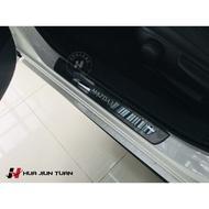 【花軍團】Mazda 馬自達 Mazda3 四代 專用 黑鈦絲下門檻 卡夢紋下門檻 下門檻 迎賓踏板 門邊飾板 車門飾板