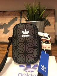 Adidas 3d airliner mini shoulder bag กระเป๋าสะพายรุ่นใหม่ขนาดมินิ สไตล์ ISSEY MIYAKE ใช้ได้ทั้งชายและหญิง ต้องของแท้เท่านั้น