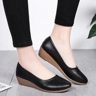 SOUTHEAST รองเท้าคัชชูส้นเตารีด สีพื้น พื้นนิ่ม ใส่สบาย (เพิ่ม 1 ไซร์ )(หน้าเท้ากว้าง เพิ่ม2ไซร์) H1