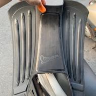 全新  已停產絕版品 vespa ET8 原裝硬版 黑色 三合一腳踏墊