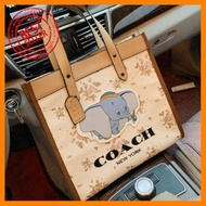 Hotsale! มีคุณภาพ ราคาถูก กระเป๋า Coach Disney series Dumbo กระเป๋าผ้าcanvas 12 นิ้ว ทรงช๊อปปิ้ง กระเป๋าแฟชั่น2020 สุดฮิต กระเป๋าแฟชั่นมาใหม่