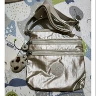 Kipling  猩猩斜背 旅行小包 金屬銀灰色