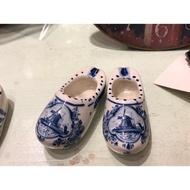 *黑頭小羊雜貨小舖*日本帶回zakka~日本市集帶回陶瓷荷蘭木鞋擺飾/荷蘭風車彩繪陶瓷木鞋擺飾一對(大)