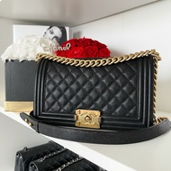 """Used in Good Condition Chanel Boy 10"""" Caviar Holo23"""