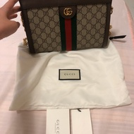 Gucci 磁扣鏈包