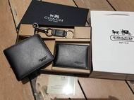 COACH FACTORY SHORT WALLET WITH CARD POCKET & KEY CHAIN  ซื้อ 1 ได้ถึง 3 !! Coach Box Set ชุดกระเป๋าสตางค์ใบสั้นและกระเป๋าใส่บัตร หนังแท้คุณภาพดีมาพร้อมพวงกุญแจ ปั้มโลโก้แบรนด์