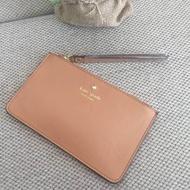 กระเป๋าคล้องมือสีสวยน่ารักจาก Kate Spade Wristlet