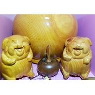 臺灣檜木豬(閃花) 兩隻 寮國肖楠蘋果一顆