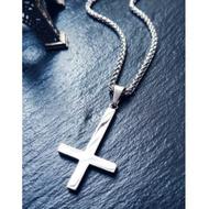 喵飾紀 時尚光面鈦鋼倒十字架項鏈男女款吊墜逆十字架毛衣鏈掛墜