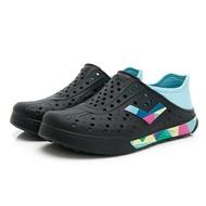 PONY【02U1SA02BK】Enjoy 洞洞鞋 水鞋 海灘鞋 可踩跟 懶人拖 黑藍幾何拼接 男女尺寸都有