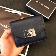 MK 真皮旋轉扭扣式鑰匙零錢包 經典藍 新款 鑰匙包 零錢包 手拿包 MICHAEL KORS 現貨 美國代購