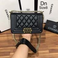 กระเป๋าสะพายไหล่ Chanel Boy 8 นิ้ว
