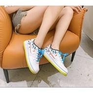 【日本海外代購】Nike Air Force 1 空軍 白藍 雙色勾 logo塗鴉 時尚 皮革 滑板鞋 男女鞋 CZ8139-