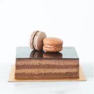 Crunchy Hazelnut Chocolate Cake (Petite) + Free 2 pcs Macarons   Halal Certified