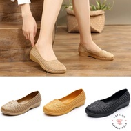 ◮Catalog shoes◮รองเท้าคัชชูส้นเตี้ย แต่งลายดอกไม้ ยางนิ่มใส่สบาย มี 3 สี เบอร์ 36-40รองเท้าคัดชู รองเท้าคัทชู หนัง หญิง ส้นกลมสูง องเท้าดำ รองเท้าชุมชน รองเท้าพยาบาล รองเท้าส้นเตี้ยหัวตัด แบบเปิดส้น รองเท้า คัชชูเจลลี่ รองเท้าผู้หญิง สวย นุ่มสบายเท้า
