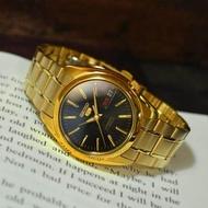 Seiko 5 Automatic รุ่น SNKL50K1 นาฬิกาข้อมือผู้ชาย สายสแตนเลสสีทอง หน้าปัดดำ  (สินค้าของแท้ 100% ประกันศูนย์ Seiko 1 ปีเต็ม)