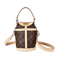 【Louis Vuitton 路易威登】LV M43587 DUFFLE花紋LOGO Monogram帆布扣式手提肩背圓桶包(棕)