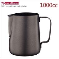 【Tiamo】7021鐵氟龍塗層不鏽鋼拉花杯-1000cc(HC7070)