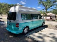 2012年福斯T5高頂2.0柴油5人座.改露營車.可睡5人含駐車冷氣.冰箱