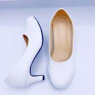 เพนเน่ penne /dosika รองเท้าคัชชู พยาบาล หัวมน หุ้มส้น ผู้หญิง สีขาว ไซส์ 36-41 รองเท้าคัดชู รองเท้าคัทชู หนัง หญิง ส้นกลมสูง องเท้าดำ รองเท้าชุมชน รองเท้าพยาบาล รองเท้าส้นเตี้ยหัวตัด แบบเปิดส้น รองเท้า คัชชูเจลลี่ รองเท้าผู้หญิง สวย นุ่มสบายเท้า