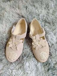 SALE!! รองเท้าคัชชูเด็กผู้หญิง  แบบแปะ ด้านข้าง พื้นนิ่ม มี2สี ให้เลือก เบอร์31 32 33 36 (1คู่)