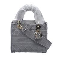 DIOR 經典Lady Dior藤格紋刺繡手提/肩背黛妃包(中-灰色)
