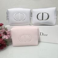 แท้💯 Dior กระเป๋าเครื่องสำอางค์ พร้อมกล่องคะ