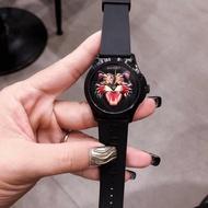 GUCCI古馳個性時尚腕錶女生老虎頭手錶時尚現貨潮流必備款手錶男女同款手錶YA1264021個性膠帶手錶