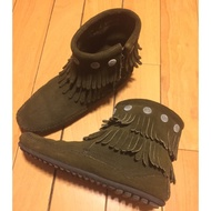 Minnetonka 莫卡辛雙層流蘇小精靈短靴 深綠色麂皮 grace著