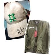 小英戰袍搭配+臺灣要贏帽,飛行外套最佳穿搭~蔡英文棒球帽2020年最新款。 製造廠商為彰化工廠。在地的哦^_^