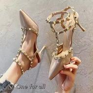 ⚡️ พร้อมส่ง⚡️TX196 รองเท้าคัชชูส้นสูง หนังแก้วแต่งประดับ หัวแหลม สูง3.5นิ้วรองเท้าแฟชั่น