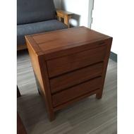 詩肯柚木三抽床頭櫃也可當客廳邊桌