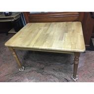 二手木頭餐桌,較少使用,幾乎全新