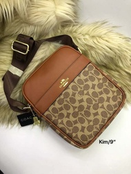 กระเป๋า แบรนด์  Coach  Size. 9  อุปกรณ์ ที่ได้รับ ถุงผ้า การ์ด  มีคุณภาพราคาถูกพร้อมส่ง