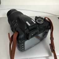 二手* Nikon D3000 單眼相機 台灣公司貨 原廠電池 附座充 原廠背帶 隨身蓋子收納組