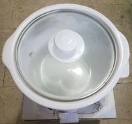 全新白玉燉鍋原價2000,容量2公升,直徑20,電子2段溫控,分離式白玉陶瓷內鍋,清洗方便,聚熱效果佳,營養不流失唯此一個唷