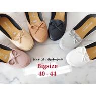 รองเท้าไซส์ใหญ่ Bigsize 40 -44 คัชชูสวมโบว์หนังนิ่ม รุ่นLondon รองเท้าผู้หญิงไซส์ใหญ่รองเท้าคัดชู รองเท้าคัทชู หนัง หญิง ส้นกลมสูง องเท้าดำ รองเท้าชุมชน รองเท้าพยาบาล รองเท้าส้นเตี้ยหัวตัด แบบเปิดส้น รองเท้า คัชชูเจลลี่ รองเท้าผู้หญิง สวย นุ่มสบายเท้า